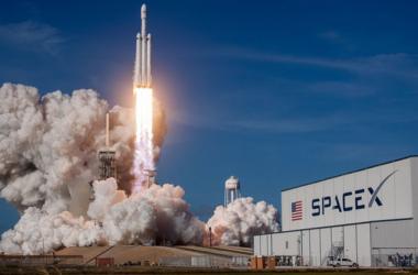 Μία αναμέτρηση του Falcon Heavy με άλλους επίδοξους κατακτητές του διαστήματος