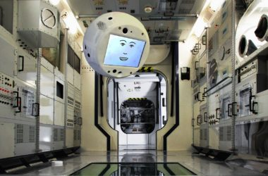 "CIMON: ο ""έξυπνος"" βοηθός των αστροναυτών"
